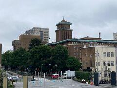 暫く進むと左側には神奈川県庁。 横浜3塔ではキングと呼ばれています。現役の県庁ビルですが、重要文化財です。
