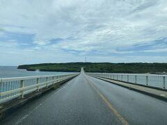 『来間大橋』1690m 真っ直ぐスッコーンと続いてる  問題は天気 青い海の上を走りたーい!!