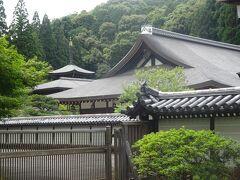 苔寺(西芳寺)(右が写経を行う本堂 左奥は三重納経塔)