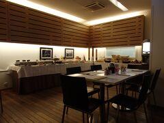 ホテル・ドゥ・ラ・クーロンヌの朝食は7:00~10:00  ちなみに日曜日は8:00からです。