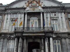 プランス・エヴェック宮殿  11世紀にノジエ司教によって建てられ、16世紀と18世紀に改修された建物で、現在は州政府庁舎、裁判所が入っています。