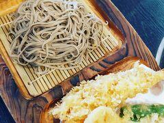 琵琶家  歩く前にまずは腹ごしらえ。 高尾山と言えばお蕎麦。 『大えび』という名前に惹かれて初めてのこのお店。 お蕎麦も天ぷらもとても美味しかったけど全然足りない!! 途中でおやつ食べればいっか。