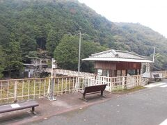 嵯峨野観光鉄道嵯峨野観光線(トロッコ列車)トロッコ保津峡駅です。のどかな自然いっぱいの駅です。