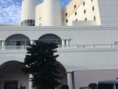 子供の国に隣接したホテル。館内にレストランなどもあり青島リゾートでは一番綺麗なホテル。ANAホリデイリゾートイン