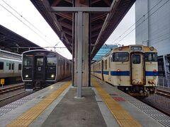 2021.06.03 熊本 わずか5分で熊本に到着!左側の銀色電車も長いこと乗っていない。
