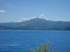 前に来た時とは全然印象が違い、山々に囲まれた雄大な景色の中の湖