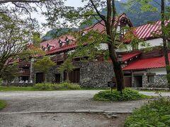 帝国ホテルで休憩するため、帝国ホテルの裏手まで歩いてきました。
