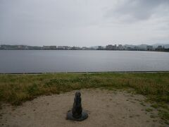 本当はここで宍道湖に沈む夕日を見るはずだったのになぁ。 この天気ではとてもそれは望めない。 そしてこのあたりから雨が本降りになってきた。