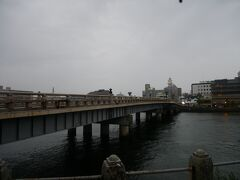 こちらがその松江大橋。 もちろん今の橋は架け替えられた橋だけど…
