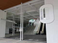 30分で新山口駅に到着しました。 これってかつての小郡駅なんだぁ。 改装されたばかりできれいです。