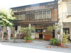 新濱老街の捷興二街通り沿いにある打狗文史再興会社です。中は簡易インフォメーションとグッズ売り場がありました。