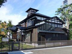 桂城公園の中にある桜櫓館