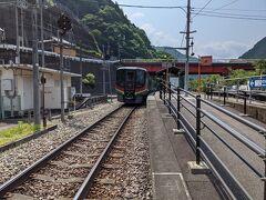 坂出駅で特急しまんとに乗り換え、予定通り9時42分に大歩危駅に到着しました。