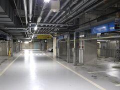 一ツ橋出口から約17分。  駐車場は1泊3,000円。 B2階は混雑しているのでB3階がお勧め。  タイムズニューピア竹芝サウスタワー https://times-info.net/P13-tokyo/C103/park-detail-BUK0026718/