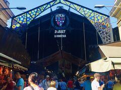 『サン・ジョセップ市場』またの名をラ・ボケリア市場 バルセロナを代表する遊歩道『ランブラス通り』にあります。 バルセロナNo1と言われる有名な市場 名物はほとんど揃います。