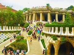 『グエル公園』 童話のような建物と美しいタイルがかわいい、アントニ・ガウディ建築 こちらも世界遺産 1番上の大広間と波打つベンチからは、バルセロナの街並みが一望できます。
