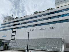 7時半ごろに横浜駅に着きました。 用事は9時からなので、1時間半時間があります。