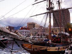 ホバート港でいくつも見られる現役の帆船を紹介します。最初に Windewardboundです。105トン・全長33m・製造は新しく1996年。 https://www.windewardbound.com.au/windewardbound