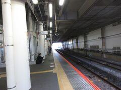 小田原駅のホーム。ここから熱海へ向かいます。 なんと普通で22分で行くことができるのです。今まで新幹線で小田原―熱海間を7分で乗っていたのでまさか普通で22分で行けるとは思いませんでした。