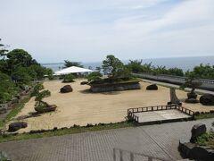 ロイヤルウイングからローズガーデンへ。頂上の日本庭園。