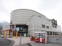 長楽寺駅すぐ近くにある広島市交通科学館にやってきました。こちらが目的です。 どちらかというと子供向けの施設でゴーカートなどの体験もできるようですが、交通関係が好きな人なら大人でも楽しめる形の施設でした。 当時は広島市交通科学館と呼ばれていましたが、現在ではネーミングライツでヌマジ交通ミュージアムと呼ばれているそうです。