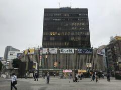 新宿にSL広場にドーンと構えるこのビル これがニュー新橋ビル