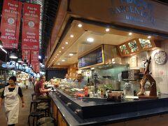 """""""ボケリア市場"""" 内のこのバルにてこの日の朝食"""