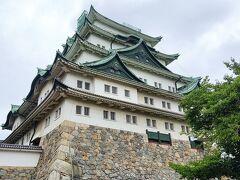 現在名古屋城の天守閣は入場不可。 金の鯱も取り外されていていました。