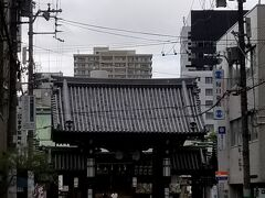 「とりい味噌」さんから左へ曲がると 大阪天満宮さんの入り口 梅の時期に来ましたね~