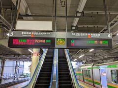 小田原駅で特急踊り子の追い越し待ち。
