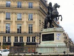 街歩きをしているとよくこういう広場とか銅像が登場します。