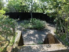 そして軍港付近の山のお約束、高射砲の跡です。日本遺産ということであちこちに解説のパネルが立っています。 このほかにもあずまや広場があったり公園として整備されています。