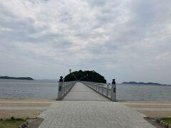 ここからが竹島への橋。387mあります。まっすぐに見えますね。 島全体が国の天然記念物だそうです。