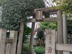 GOTOトラベルを利用してアルモントイン東京日本橋に宿泊しました。  日本橋七福神をしながらホテルに向います。 まずは、笠間稲荷神社東京別社。  日本三大稲荷のひとつで、茨城県にある笠間稲荷神社の別社。 五穀・水産・殖産興業の守護神だそうです。 七福神だと寿老神。