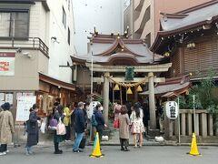 続いて、日本橋七福神でおそらく一番有名な小網神社。 写真の通りの行列。 「強運厄除の神」と言われているそうで、いわゆるパワースポット的な。 七福神は福禄寿。  参拝をし、御朱印をいただき、銭洗いの井でお金を祓い清めて神社を後にしました。
