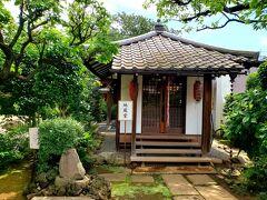 久しぶりの晴れ、気温がぐんぐん上がり、30℃の東京! 先ずは亀戸の龍眼寺にまいりました。こちらの地蔵菩薩様は、大変美しい。
