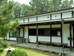 若山牧水記念館です。牧水の色々なエピソードが紹介されています。作品集の購入も可能です。