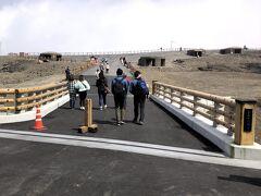 阿蘇山上ターミナルで、中岳火口へのシャトルバスに乗り換えて阿蘇山上へ。