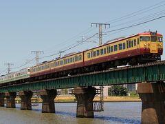 信越本線で快速を撮影した後は、北陸道を使って一気に新潟市内へ向かいました。  朝方に弥彦線で撮影した115系6両編成と越後線で撮影した115系が続いてやってくるのを信濃川橋梁で撮影します。  ココでの撮影についてはこちらで https://rail.travair.jp/?p=10363