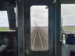 名取を出ると東北本線から分かれて高架線を進みます。  新しいスラブ軌道なのですが快速だから?かスピードも出ているの以外と揺れます。
