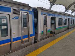 前側2両はJRの車両で後方が仙台空港アクセス鉄道の車両です。 まあアクセス線自体車両はJRと共通仕様で作られて管理もJRに委託してます。