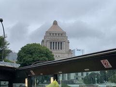 国会議事堂が見えてきました。 シンデレラ城と同じくらいの高さがあるそうです。