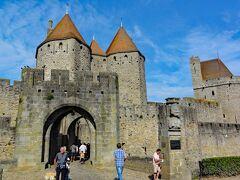 城塞都市への東側の入り口、ナルボンヌ門(Porte Narbonnaise)です。1280年の建造だそうです。