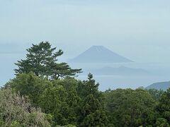 2021年6月13日  おはようございます。 今日も部屋から富士山を拝ませていただきます。