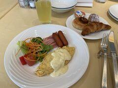2日目。 朝ごはん食べて、