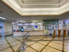 利尻島には、フェリーターミナルがふたつあります。  沓形フェリーターミナルは、利用者少なめのよう・・。