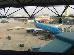 という事で、ベトナム観光はハロン湾とハノイ市で無事に終了。 翌日からはカンボジアのアンコール遺跡群観光の予定となっており、前日の内にカンボジアへ入国します。 ノイバイ国際空港からシェムリアップ国際空港へは、約2時間のフライト、あっという間ですね。  カンボジア①へ続きます。