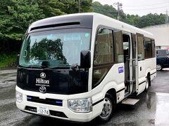 無料送迎シャトルバスの車内は、感染防止対策のため一座席一名