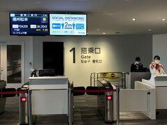2日目、5時過ぎに起床し6時過ぎの地下鉄で福岡空港に向かいます。 7レグ目は福岡/松本便。 昨日の後半から引き続きワインレッドの14号機です。