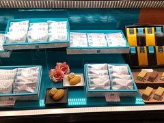 姉と食べると、デザートは別腹になりますのでー^^ デザートのお店を探します。 こちら姉のおすすめ NEWoMan内のブルーカカオ https://www.bluecacao.jp/ 一度いただいたことがあります。確かにカカオサンド美味しかった^^